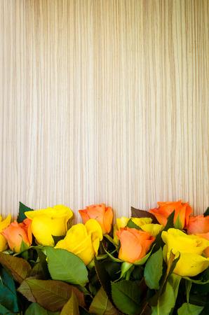 rosas naranjas: fondo de rosas amarillas y naranjas