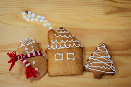 pumpernickel: homemade sweet tree, snowman and house from gingerbread greeting card