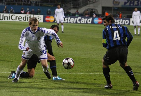 KIEV, UKRAINE - NOVEMBER 4, 2009: Javier Zanetti of Inter Milano (R) fights for a ball with Oleh Gusev of Dynamo Kiev (L) during UEFA Champions League Group 6 football match on November 4, 2009 in Kiev Stock Photo - 7659598