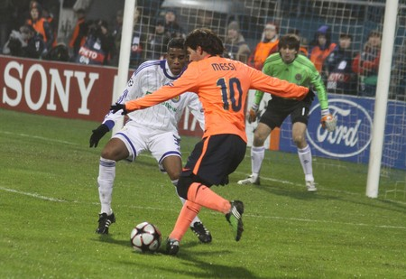 KIEV, UKRAINE - DECEMBER 9, 2009: Lionel Messi (orange t-shirt) of Barcelona fights for a ball with Betao of Dynamo Kyiv during their UEFA Champions League game on December 9, 2009 in Kiev Stock Photo - 7738345