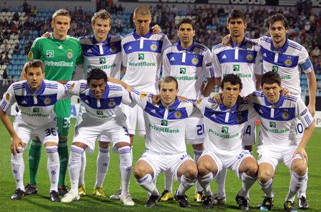 gusev: KYIV, Ucraina - 16 settembre 2010: FC Dynamo Kyiv team di posa per una foto di gruppo prima partita di Coppa Europa contro BATE su 16 settembre 2010 a Kiev, Ucraina  Editoriali