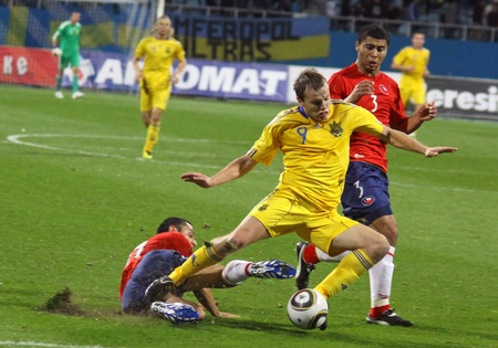 KYIV, UKRAINE - SEPTEMBER 7, 2010: Oleg Gusev of Ukraine (C) fights for the ball with Rodrigo Tello (L) and Carlos Labrin (R) of Chile during their friendly game on September 7, 2010 in Kyiv, Ukraine Stock Photo - 8607798
