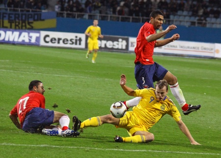 KYIV, UKRAINE - SEPTEMBER 7, 2010: Oleg Gusev of Ukraine (C) fights for the ball with Rodrigo Tello (L) and Carlos Labrin (R) of Chile during their friendly game on September 7, 2010 in Kyiv, Ukraine Stock Photo - 8607792