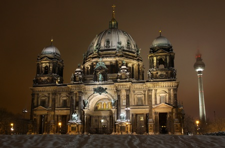 dom: Cath�drale de Berlin (Berliner Dom) pendant la nuit. Berlin, Allemagne.
