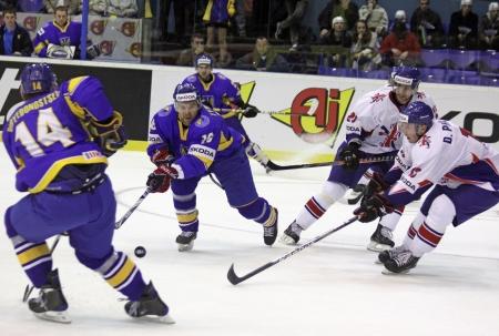 17: Kiev, Ucrania - el 17 de abril de 2011: IIHF hockey sobre hielo Mundial Campeonato DIV que grupo b juego entre Ucrania y Gran Breta�a en Kiev, Ucrania, 17 de abril de 2011