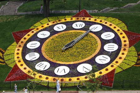 KYIV, UKRAINE - May 15, 2010: On the occasion of 65th Victory holiday flower clock is opened on May 15, 2010 in Kyiv, Ukraine. It is one of the biggest flower clock in the world (19,5m. in diameter) Stock Photo - 9889494