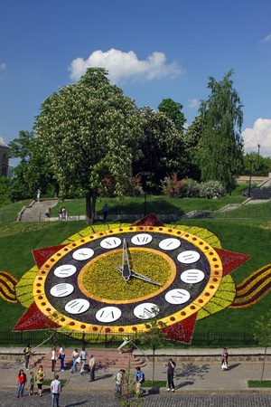 KYIV, UKRAINE - May 15, 2010: On the occasion of 65th Victory holiday flower clock is opened on May 15, 2010 in Kyiv, Ukraine. It is one of the biggest flower clock in the world (19,5m. in diameter) Stock Photo - 9889500