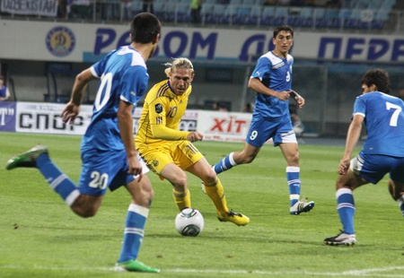 KYIV, UKRAINE - JUNE 1, 2011: Andriy Voronin of Ukraine control a ball during Friendly game against Uzbekistan on June 1, 2011 in Kyiv, Ukraine  Stock Photo - 9916182
