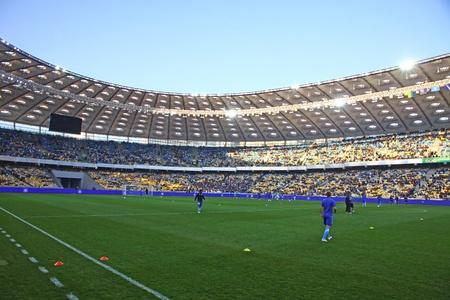2012 年 3 月 18 日、キエフに NSC オリムピ スキー スタジアムで FC ディナモ キエフと FC ドニプロ間ウクライナ選手権試合前に、のトレーニング セッシ