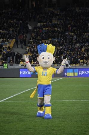 olimpiysky: KYIV, UKRAINE - NOVEMBER 11, 2011: Slavko, the UEFA Euro 2012 official mascot plays during friendly game between Ukraine and Germany at NSK Olimpic stadium on November 11, 2011 in Kyiv, Ukraine Editorial