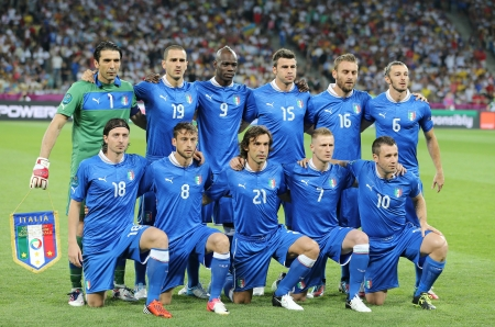 KYIV, UKRAINE - JUNE 24, 2012: Italy national football team pose for a group photo before UEFA EURO 2012 game against England on June 24, 2012 in Kyiv, Ukraine Stock Photo - 14339255