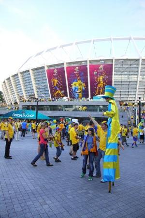 olimpiysky: KYIV, UKRAINE - JUNE 11, 2012: Soccer fans go to the Olympic stadium (NSC Olimpiysky) before UEFA EURO 2012 game between Ukraine and Sweden on June 11, 2012 in Kyiv, Ukraine Editorial