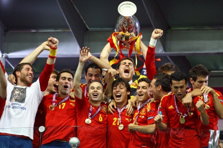 KYIV, UKRAINE - JULY 1, 2012: Spain national football team celebrates their winning of the UEFA EURO 2012 Championship after the game against Italy at NSC sports competition stadium on July 1, 2012 in Kyiv, Ukraine Redactioneel