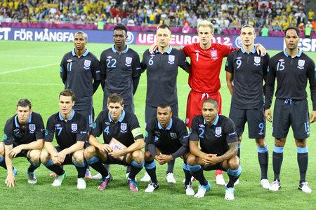Striker: Kijów, Ukraina - 15 czerwca 2012: Anglia National Football team pozują do zdjęcia grupowego przed UEFA EURO 2012 meczu przeciwko Szwecji w dniu 15 czerwca 2012 w Kijowie, Ukraina Publikacyjne