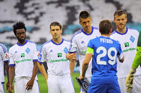 olimpiyskiy: KYIV, UKRAINE - APRIL 27, 2013  FC Dynamo Kyiv  in white  and FC Dnipro players greet each other before kick-off of their Ukraine Championship game at NSC Olimpiyskiy stadium on April 27, 2013 in Kyiv, Ukraine Editorial