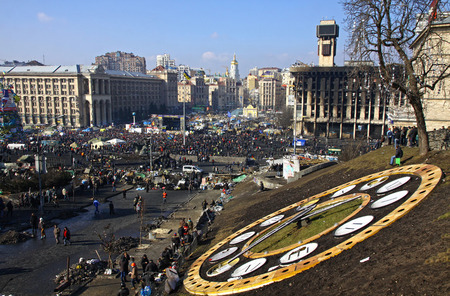 KYIV, UKRAINE - FEBRUARY 21, 2014  Maidan Nezalezhnosti  Independence Square  during anti-government protests  At least 82 people died and more than 700 other got injured in clashes between protestors and Ukrainian security forces Imagens - 26218499
