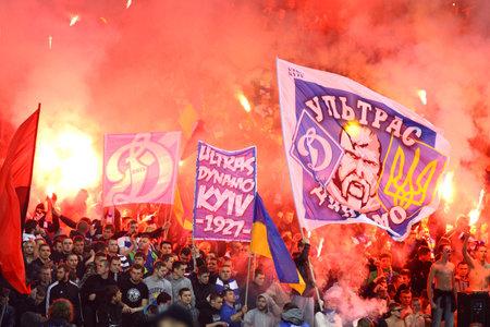 olimpiyskiy: KYIV, UKRAINE - APRIL 16, 2014  FC Dynamo Kyiv ultras  ultra supporters  burn flares during Ukraine Championship game against Shakhtar Donetsk at NSC Olimpiyskiy stadium in Kyiv Editorial