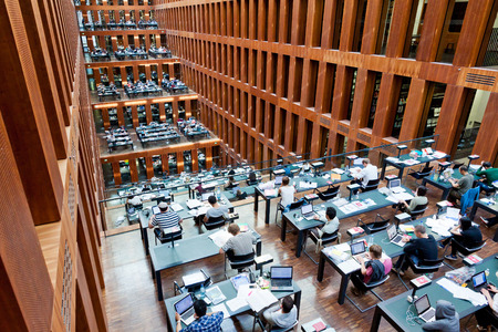 Berlín, Německo - 01.07.2014: Humboldt Univerzitní knihovna v Berlíně. Jedná se o jeden z nejmodernějších vědeckých knihoven v Německu Redakční