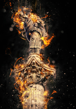 angel de la independencia: Monumento de la Independencia en Kiev, Ucrania. Efecto furia grunge art�stico