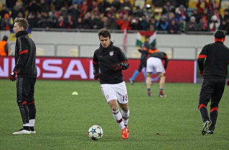 warm up: Lviv, Ucraina - 17 febbraio 2015: i giocatori di FC Bayern Monaco riscaldamento prima della partita di UEFA Champions League contro l'FC Shakhtar Donetsk allo stadio Arena Lviv Editoriali