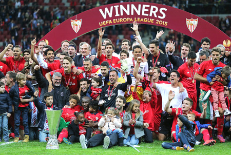 bacca: WARSAW, POLAND - MAY 27, 2015: FC Sevilla club - the Winner of the UEFA Europa League 2015 poses for a group photo with the Trophy at Warsaw National Stadium