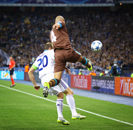 gusev: KYIV, UKRAINE - SEPTEMBER 16, 2015: Oleh Gusev of Dynamo Kyiv in White fights for a ball with Maicon of FC Porto during their UEFA Champions League game at NSC Olimpiyskyi stadium