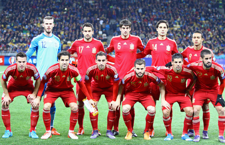 fabregas: KYIV, UKRAINE - OCTOBER 12, 2015: Players of Spain National football team pose for a group photo before UEFA EURO 2016 Qualifying game against Ukraine at NSK Olimpiyskyi stadium in Kyiv