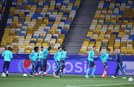 fabregas: KYIV, UKRAINE - OCTOBER 19, 2015: FC Chelsea players run during training session at NSC Olimpiyskyi stadium before UEFA Champions League game against FC Dynamo Kyiv