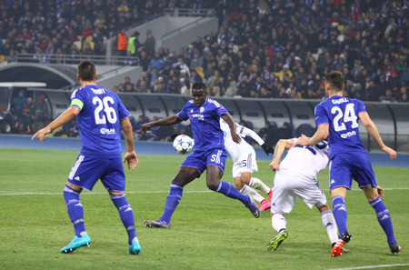 cahill: KYIV, UKRAINE - OCTOBER 20, 2015: FC Dynamo Kyiv players in white fight for a ball with Chelsea players Blue during their UEFA Champions League game at NSC Olimpiyskyi stadium in Kyiv Editorial