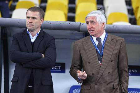 olimpiysky: KYIV, UKRAINE - OCTOBER 20, 2015: FC Dynamo Kyiv Head Coach Serhiy Rebrov L speaks with General Director Rezo Chokhonelidze before UEFA Champions League game against Chelsea at NSC Olympic stadium Editorial