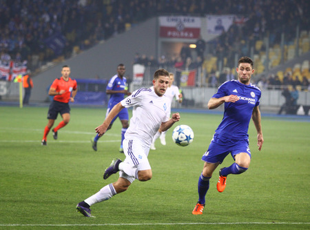 cahill: KYIV, UKRAINE - OCTOBER 20, 2015: Artem Kravets of Dynamo Kyiv L fights for a ball with Gary Cahill of Chelsea during their UEFA Champions League game at NSC Olimpiyskyi stadium in Kyiv Editorial