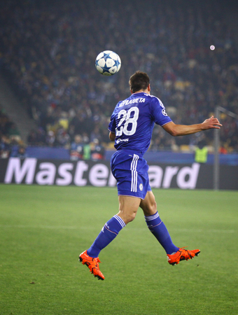 olimpiysky: KYIV, UKRAINE - OCTOBER 20, 2015: Cesar Azpilicueta of Chelsea in action during UEFA Champions League game against FC Dynamo Kyiv at NSC Olimpiyskyi stadium in Kyiv