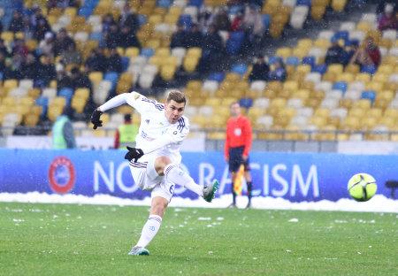 premier league: KYIV, UKRAINE - NOVEMBER 29, 2015: Aleksandar Dragovic of Dynamo Kyiv kick the ball during Ukrainian Premier League game against FC Chornomorets Odesa at NSC Olimpiyskyi stadium