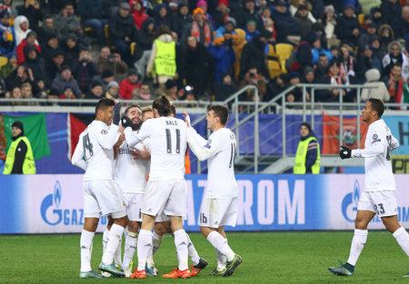 LVIV, UKRAINE - NOVEMBER 25, 2015: Real Madrid players celebrate after scored a goal during UEFA Champions League game against FC Shakhtar Donetsk at Arena Lviv stadium 新聞圖片