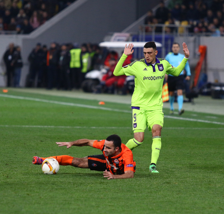 rsc: LVIV, UKRAINE - March 10, 2016: Ismaily of FC Shakhtar Donetsk (L) fights for a ball with Matias Suarez of RSC Anderlecht during their UEFA Europa League Round of 16 game at Lviv Arena stadium in Lviv