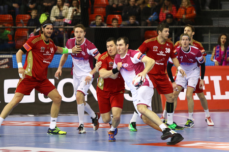 balonmano: KYIV, UKRAINE - MARCH 19, 2016: HC Motor (in white) and MVM Veszprem handball players fight for a ball during their 201516 VELUX EHF Champions League Last 16 Handball game at Ice Terminal Brovary