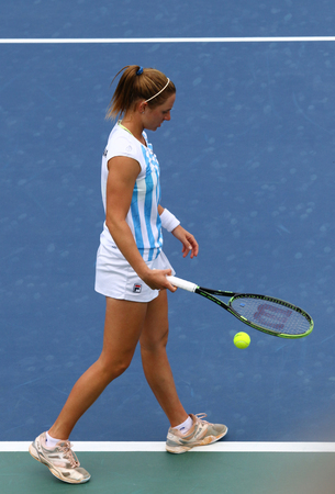 paribas: KYIV, UKRAINE - APRIL 16, 2016: Nadia Podoroska of Argentina prepares to serve during BNP Paribas FedCup World Group II Play-off game against Lesia Tsurenko of Ukraine at Campa Bucha Tennis Club