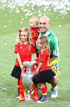 pepe: KYIV, UKRAINE - JULY 1, 2012: Pepe Reina of Spain poses for a photo with his children after UEFA EURO 2012 Final game against Italy at Olympic stadium in Kyiv. Spain won the game and the Tournament