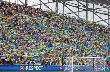 ultras: MARSEILLE, FRANCE - JUNE 21, 2016: Ukrainian fans show their support during the UEFA EURO 2016 game Ukraine v Poland at Stade Velodrome in Marseille Editorial