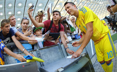 world player: KYIV, UKRAINE - AUGUST 29, 2016: Player Yevhen Konoplyanka gives an autographs during Open training session of Ukraine National Football Team before FIFA World Cup 2018 Qualifying matches