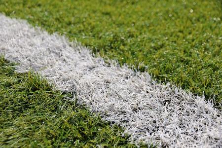 pasto sintetico: Primer plano césped sintético para campo de fútbol (soccer) deporte. Patrón de césped artificial verde Foto de archivo