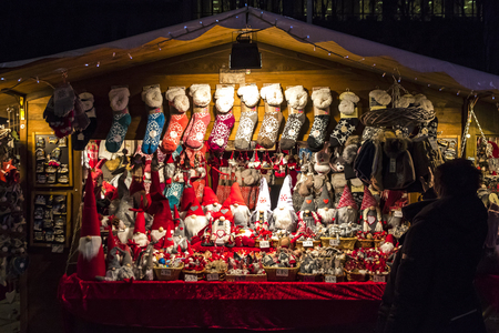 cavour: COMO, ITALY - DECEMBER 2, 2016: Kiosks with local food and gifts in annual traditional Christmas fair on Piazza Cavour in center of Como old town, Lombardy, Italy Editorial