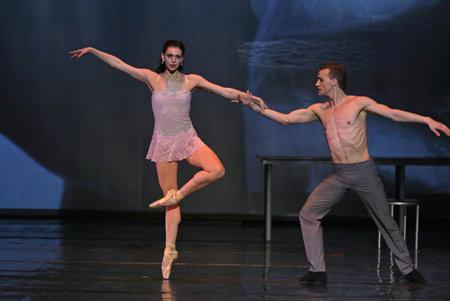 """KYIV, Ucrania - el 31 de marzo de 2017: bailarines realizar en el escenario durante el ballet """"El gran ballet Gatsby"""" en el Palacio Nacional de las Artes """"Ukraina"""" en Kiev, Ucrania"""