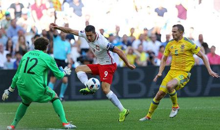 striker: MARSEILLE, FRANCE - JUNE 21, 2016: Robert Lewandowski of Poland (C) attacks during UEFA EURO 2012 game against Ukraine at Stade Velodrome in Marseille, France Editorial