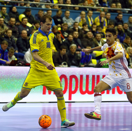 KYIV, UKRAINE - JANUARY 28, 2017: Dmytro Sorokin of Ukraine (L) controls a ball during friendly Futsal match against Spain at Palats of Sports in Kyiv, Ukraine Éditoriale