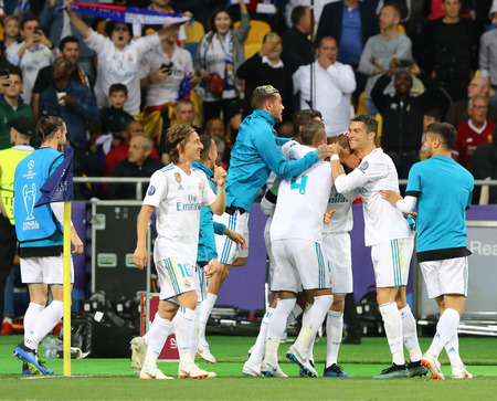 KYIV, UKRAINE - MAY 26, 2018: Real Madrid players celebrate after scored a goal during the UEFA Champions League Final 2018 game against Liverpool at NSC Olimpiyskiy Stadium in Kyiv, Ukraine Éditoriale