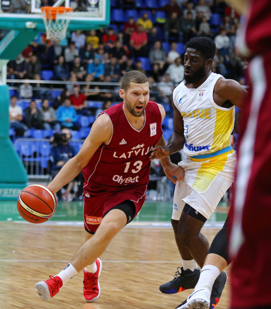 KYIV, UKRAINE - JULY 1, 2018: Janis Strelnieks of Latvia (L) in action during the FIBA World Cup 2019 European Qualifiers game Ukraine v Latvia at Palace of Sports in Kyiv. Latvia won 93-71 Редакционное
