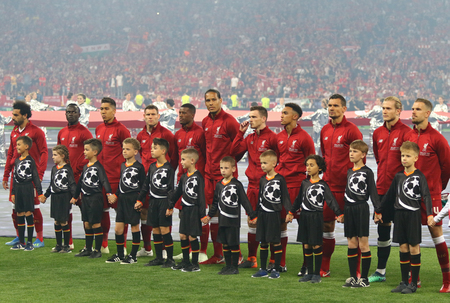 KYIV, UKRAINE - MAY 26, 2018: Liverpool players listen to Champions League Anthem before the UEFA Champions League Final 2018 game against Real Madrid at NSC Olimpiyskiy Stadium in Kyiv, Ukraine 報道画像