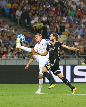 KYIV, UKRAINE - AUGUST 28, 2018: Denys Garmash of FC Dynamo Kyiv (L) fights for a ball with Daley Blind of AFC Ajax during their the UEFA Champions League play-off game at NSC Olimpiyskyi stadium Éditoriale
