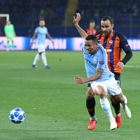 KHARKIV, UKRAINE - OCTOBER 23, 2018: Ismaili of Shakhtar Donetsk (R) fights for a ball with Gabriel Jesus of Manchester City during their UEFA Champions League game at OSK Metalist stadium in Kharkiv Editöryel